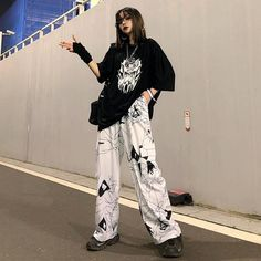 korean street fashion Hip-hop Dark Black Graffiti Print Loose Casual Large Pocket Korean Pants Unisex Trousers sold by Triple L on Storenvy Retro Outfits, Cute Casual Outfits, Girl Outfits, Grunge Outfits, Unisex Outfits, Skater Outfits, Hip Hop Outfits, Casual Korean Outfits, Black Outfit Grunge