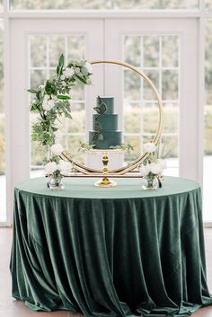 Green Wedding Decorations, Wedding Themes, Wedding Colors, Green Wedding Cakes, Green Wedding Arrangements, Cake Table Decorations, Wedding Ideas, Floral Wedding, Emerald Green Weddings