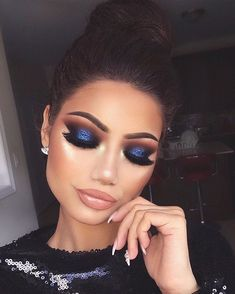 Eye Makeup Tips.Smokey Eye Makeup Tips - For a Catchy and Impressive Look Glam Makeup, Blue Eye Makeup, Eye Makeup Tips, Smokey Eye Makeup, Makeup Goals, Beauty Makeup, Navy Blue Eyeshadow, Navy Blue Makeup, Makeup With Blue Dress