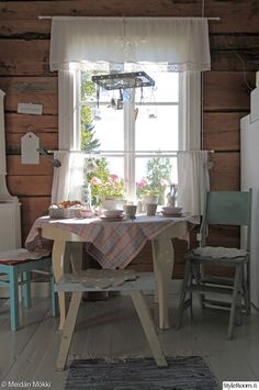 a coffee table, a timber wall, cottage, villa, farmhouse Decor, Home Decor Inspiration, Farmhouse Dining, House, Home, Cottage Decor, Country Cottage Decor, Cottage Interiors, Cottage Living