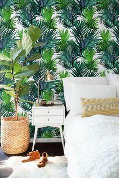Papier Peint Jungle Tropical, Intérieur Blanc Dans Une Chambre à Coucher  élégante, Plante Bananière