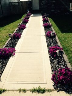 and Easy Front Yard Curb Appeal Ideas ⋆ Cheap and Easy Front Yard Curb Appeal Ideas ⋆ newport-international- Best Side Yard Landscaping Ideas For Garden Decor & Design 20 Cheap But Amazing Front Yard Lanscaping Design Ideas 75 Cheap and Sidewalk Landscaping, Small Front Yard Landscaping, Front Yard Design, Home Landscaping, Sidewalk Edging, Front Yard Walkway, Landscaping Borders, Front Sidewalk Ideas, Front Yard Ideas