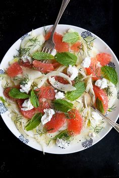 Marinated Fennel & Grapefruit Salad by fiveandspice.don't know anything about fennel, but could be a good summer salad? Grapefruit Salad, Fennel Salad, Salad Bar, Soup And Salad, Vegetarian Recipes, Cooking Recipes, Healthy Recipes, Cooking Tips, Healthy Salads