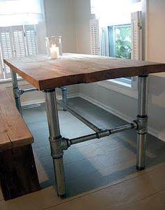 テーブルのDIYに興味はあるけど、どうしたらいいのかわからないと思ったことはありませんか?DIYで家族と協力しながら空間を作ると、かけがえのない時間を創ることができます。子どもも、こうした大きなものを作る機会はなかなか無いので、一度経験させてみるのもいいですね。
