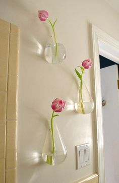 Easy #Dekoration mit #Tulpen an der Wand. #DIY