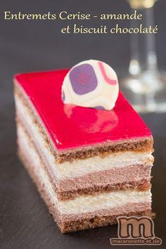 Entremets Cerise - amande et biscuit chocolaté - Macaronette et cie