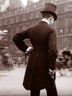 London in 1904.