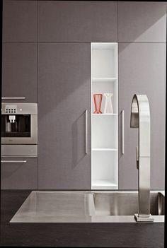 Graphite textured laminated doors. Ardesia Nero Roccia quartz agglomerate worktop. #ArritalCucine #Kculture #modern #kitchen #Ak01
