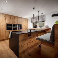 Haus am See Dining Room Table, Kitchen Dining, Kitchen Decor, Small Lounge, Lounge Design, Modern Kitchen Design, Small Living, Loft, Family Room