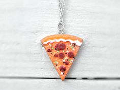 Ketten kurz - SCHWESTER Kette Pizza Stück handbemalt bunt silber - ein Designerstück von Kleines-Karma bei DaWanda