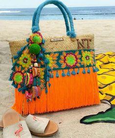 63 Ideas Crochet Bag Boho Hippie Gypsy Fashion For 2020 Diy Bag Designs, Diy Tote Bag, Embroidery Bags, Boho Bags, Fabric Bags, Handmade Bags, Purses And Handbags, Bunt, Diy And Crafts