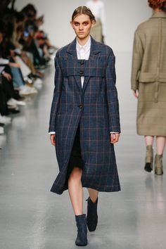 See the complete J. JS Lee Fall 2017 Ready-to-Wear collection.