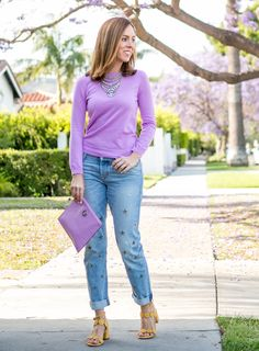Sydne Style shows how to wear boyfriend jeans for spring outfit ideas