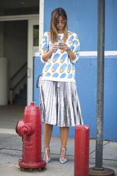 "Looks divertidos no street style: como usar roupa ""fun"" sem parecer infantil"