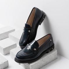 Zanim na dobre wskoczymy w długie kozaki i ciężkie, jesienne botki, możemy nacieszyć się złotą, polską jesienią i jej urokiem. Na spacery, do pracy czy na zakupy każda kobieta potrzebuje wygodnych, ale również eleganckich i designerskich butów.  #mokasyny #buty #butynajesien #mokasynydamskie