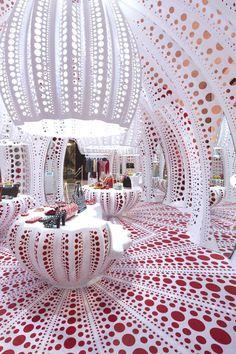 Yayoi Kusama, Louis Vuitton, Retail Space