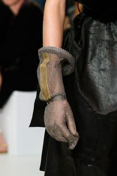 Style of Westeros - Chainmail armour gloves for Arya - Maison Margiela...