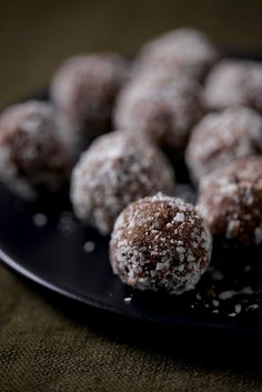 Healthy Chef Nut Free Protein Balls  www.thehealthychef.com