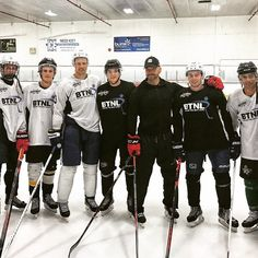 Hot Hockey Players, Hockey Boards, Hockey Memes, Canadian Boys, Photo Dump, Beautiful Boys, Cute Guys, Relationship Goals, Motorcycle Jacket