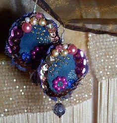 ORECCHINI-earrings-RICAMATI-a-mano-PIZZO-velluto-PERLE-blu-rosa-gipsy-BOHEMIAN