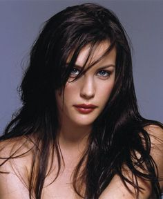 Liv Tyler plays our newest Goldrider, Siabra of Dolphin Cove Weyr. Liv Tyler as Saibra Liv Tyler, Steven Tyler, Bebe Buell, Beautiful Celebrities, Beautiful Actresses, Stealing Beauty, Aerosmith, Hollywood Actresses, Belle Photo