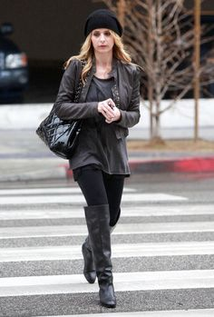 Black Boots Outfit, Sarah Michelle Gellar, Celebs, Celebrities, Santa Monica, Crushes, Cute Outfits, Black Leather, Actresses