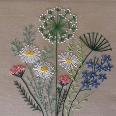 Hand Embroidery Patterns Flowers, Embroidery Flowers Pattern, Embroidery Stitches Tutorial, Embroidery Hoop Art, Embroidery Techniques, Embroidered Flowers, Types Of Embroidery Stitches, Hand Embroidery Projects, Embroidery Cards