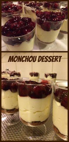 Benodigdheden: Bastogne koeken, 1 bakje Monchou, 125 g witte basterdsuiker en 250 ml slagroom. Bereiding: Bastogne koeken fijn hakken...1 bakje monchou met 125 gram witte basterdsuiker mixen. Daarna de slagroom (250ml) kloppen en deze mengen met de monchou met een spatel. Daarna vlaaifruit kersen erop. Cold Desserts, Party Desserts, Sweet Desserts, Delicious Desserts, Yummy Food, My Dessert, Mousse, Fabulous Foods, Desert Recipes