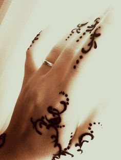 Check out more henna pictures at www.mehndiequalshenna.com