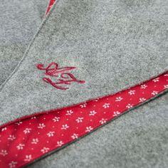 Schal aus feinstem Loden aus 100% Merinowolle. Das Schultertuch besticht durch ein angenehmes Tragegefühl. Das Dreieckstuch ist personalisierbar durch ein individuelles Monogramm und somit ein perfektes Geschenk. Passend zum modernen Outfit und zu Dirndl und Tracht.----- Shawl made from finest loden from 100% merinowool.  Scarf, shoulder scarf. Suitable to modern outfits and traditional clothes like dirndl. Perfect personalised Gift. #scarf #austriandesign #merinowool Moderne Outfits, Alexander Mcqueen Scarf, Christmas Gifts, Gift Ideas, Red, Fashion, Gifts For Women, Baby Favors, Dyeing Yarn
