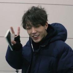 kpop isn't that deep but, if anyone hurts Bobby. i will find you 🙈 Ikon Member, Ikon Debut, Kim Ji Won, Korea Boy, Kim Hanbin, K Idol, Baby Daddy, S Pic, Boyfriends
