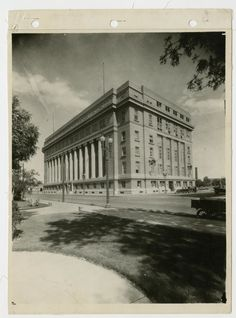 Photograph of the El Paso County Courthouse, a five-story brick and concrete building with twelve fluted columns on its left side.