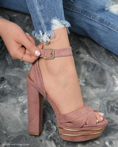 Really cute shoes with heels for summer, spring or fall Dream Shoes, Crazy Shoes, Me Too Shoes, Heeled Boots, Shoe Boots, Shoes Heels, Pumps, Tan Heels, Heeled Sandals