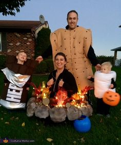 The S mores Costume - Halloween Costume Contest via costume_works Halloween Camping, Halloween School Treats, Halloween Party Supplies, Homemade Halloween Costumes, Halloween Costume Contest, Toddler Halloween, Family Halloween Costumes, Halloween Pictures, Costume Ideas