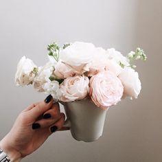 arm hand flowerbazar 11138167_830354500368779_5906530696694047252_n