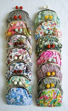 Lovely Liberty Coin Purse Kits - The Purl Bee - Knitting Crochet Sewing Embroidery Crafts Patterns and Ideas! Diy Coin Purse Tutorial, Diy Purse, Diy Coin Purse Pattern, Diy Beaded Coin Purse, Purse Patterns, Craft Patterns, Sewing Patterns, Purl Bee, Little Presents