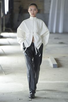 Mark Kenly Domino Tan Copenhagen Spring 2019 Fashion Show Collection: See the complete Mark Kenly Domino Tan Copenhagen Spring 2019 collection. Look 22 Fashion Week, Look Fashion, Fashion Details, Runway Fashion, High Fashion, Fashion Show, Fashion Outfits, Womens Fashion, Fashion Design