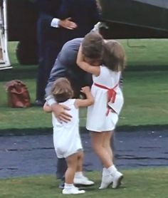 P-John F.Kennedy ..With His ..Children's So Beauty ...Classic Father ...Pls Kiss Me !!!!! http://en.wikipedia.org/wiki/John_F._Kennedy http://en.wikipedia.org/wiki/John_F._Kennedy,_Jr    http://en.wikipedia.org/wiki/John_F._Kennedy,_Jr
