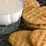 Healthy Peanut Butter Cookies With only 5 grams of carbs per serving, you can't go wrong with these creamy peanut butter cookies. Calories - 60 Carbohydrates - Saturated Fat - Protein - Sodium - Dietary Fiber - g Quick Peanut Butter Cookies, Flourless Peanut Butter Cookies, Honey Cookies, Oatmeal Cookies, Maple Cookies, Diabetic Desserts, Diabetic Recipes, Diabetic Cookies, Diabetic Foods