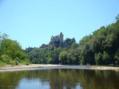 Canoe on the Dordogne & paddle past castles & beautiful villages along the way!
