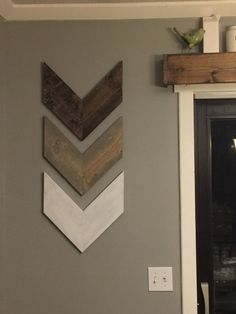 Excited to share this item from my etsy shop Farmhouse Chevron Arrow Wall Hanging Decor Grey Brown White Custom # Diy Wand, Diy Wall Decor, Diy Home Decor, Wall Decorations, Pallet Wall Decor, Living Room Wall Decor Diy, Wall Decor Arrangements, Arched Wall Decor, Small Wall Decor