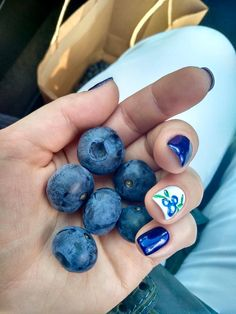This u-pick customer was so excited to pick our organic #blueberries, she made it her mid-summer nail theme!