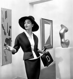 sculptural couture: Manguin wool suit. Photo Philippe Pottier 1957