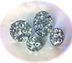 Anillos grandes: Cristales tupis y planos plateados y transparentes, combinada con tira de glitter plateada. Base oval de latón plateado (30x40mm) y el redondo 30mm 15€
