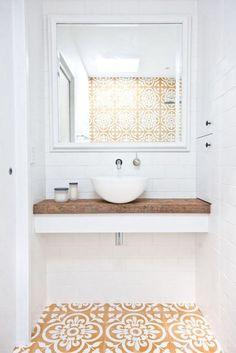 Fliesen-Deko Ideen: modernes Badezimmer mit marokkanischen Fliesen: Gelb und Weiß