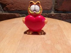 Vintage Garfield holding heart, Vintage Garfield, PVC Garfield, Garfield the cat, Garfield by Morethebuckles on Etsy