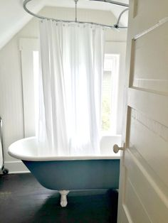 Create a bathroom that's simple and elegant with a neutral wall paint like Toasted White. Get more of @theinspiredroom's picks for best bathroom paint colors at MyColortopia.com