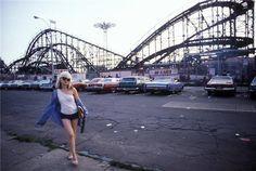 Photo credit: Bob Gruen. Debbie Harry, Blondie, Coney Island, NY, 1977. Courtesy Morrison Hotel Gallery