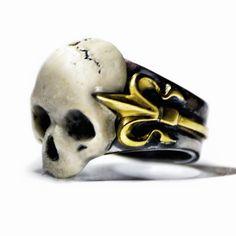 Lilian skull ring by Macabre Gadgets  STORE-MACABREGADGETS.COM