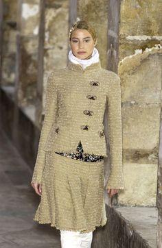 http://www.livingly.com/runway/Chanel/Couture Fall 2003/QhybQXh_VQa